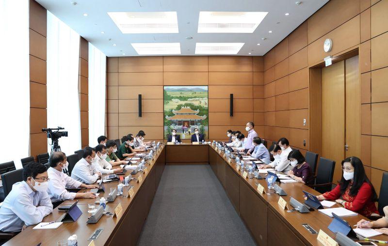 Các đại biểu đánh giá cao những quyết sách, sự chỉ đạo điều hành quyết liệt của Chính phủ trong thực hiện nhiệm vụ phát triển kinh tế-xã hội. Ảnh: VGP/Nguyễn Hoàng