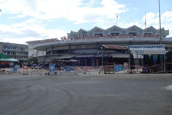 cửa chính Chợ Đầm- Tp. Nha Trang, 15 giờ 50 ngày 26/7/2021