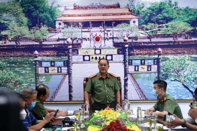Đại tá Lê Văn Vũ- Giám đốc Công an tỉnh Thừa Thiên Huế chủ trì buổi họp báo