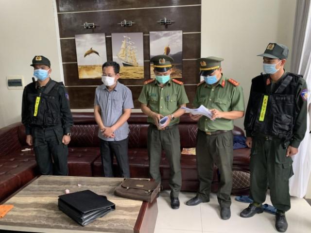 Bắt tạm giam Trần Xuân Long- Chánh VP Cảng Hàng không quốc tế Phú Bài