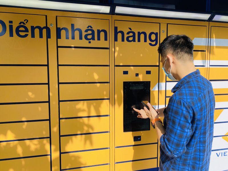 Vietnam Post đưa vào vận hành hệ thống tủ phát hàng tự động giúp giảm tiếp xúc trong quá trình nhận hàng