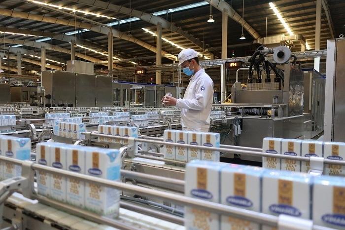 Các giải pháp nhằm ổn định sản xuất, cung ứng trong điều kiện giãn cách do dịch bệnh giúp Vinamilk đảm bảo kết quả kinh doanh trong nước và cả xuất khẩu.