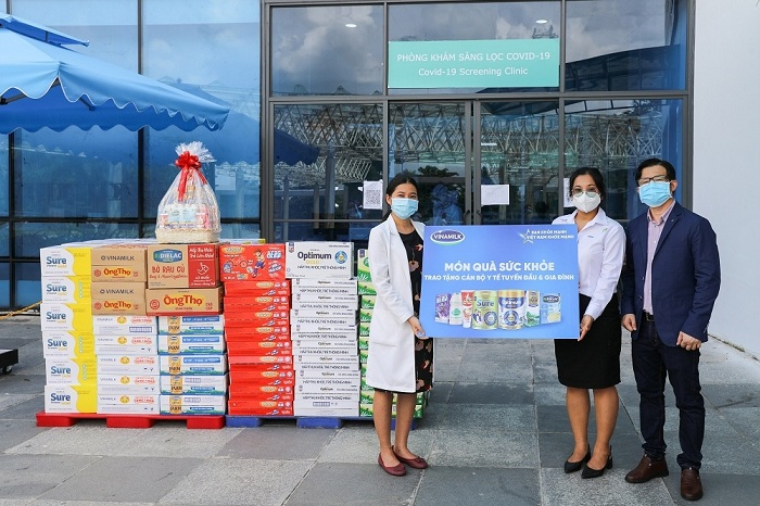 """Vinamilk tiếp sức tuyến đầu tại hơn 50 bệnh viện trên cả nước, hoạt động thuộc chiến dịch cộng đồng """"Bạn khỏe mạnh, Việt Nam khỏe mạnh"""""""
