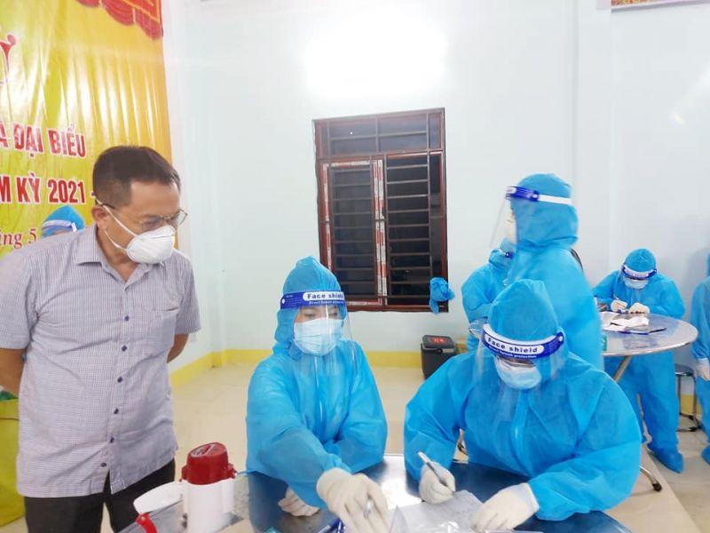 Lẫy mẫu xét nghiệm các trường hợp liên quan đến các ca bệnh tại ổ dịch Bệnh viện Đa khoa Minh An