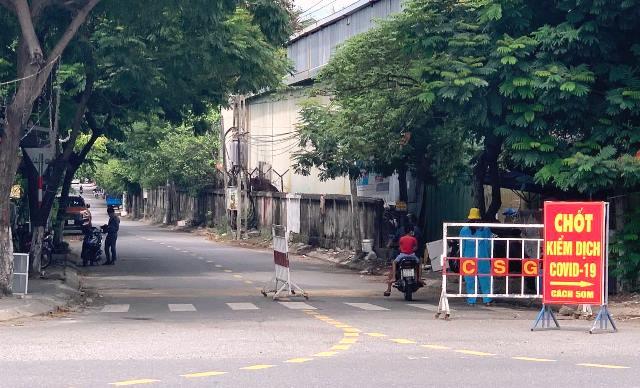Chốt Nguyễn văn Cừ và Ngô Xuân Thu, thuộc khu vực phường Hòa Hiệp Bắc, quận Liên Chiểu