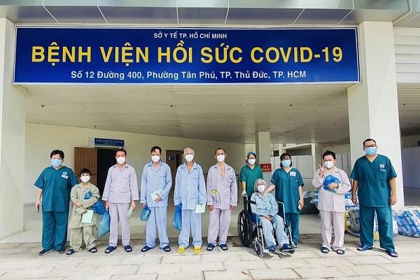 Các bệnh nhân mắc COVID-19 nặng xuất viện ở TP.HCM