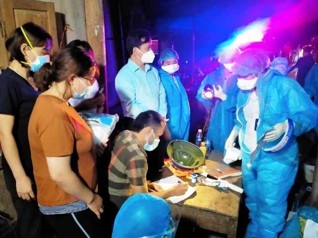 Ngành y tế Nghệ An lấy mẫu nhằm phát hiện các ca mắc Covid-19
