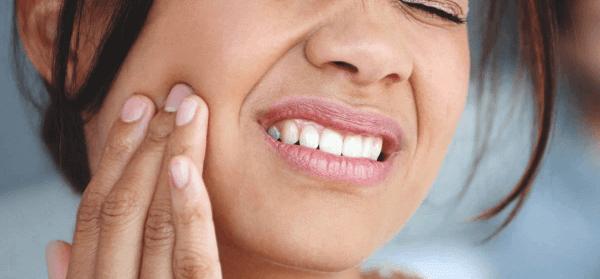 Viêm quanh răng khiến người mắc khó chịu