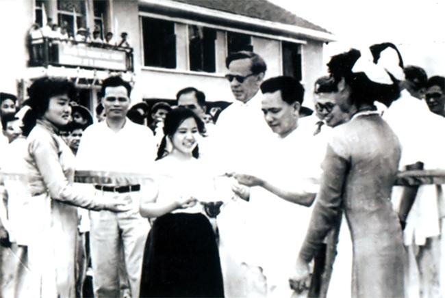 Phó Thủ tướng Lê Thanh Nghị cắt băng khánh thành Nhà máy Supe Phốt phát Lâm Thao (24/6/1962)
