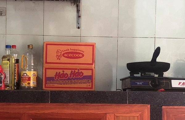 Không khó để bắt gặp thùng mì tôm Hảo Hảo tại gian bếp của các gia đình Việt Nam hiện nay