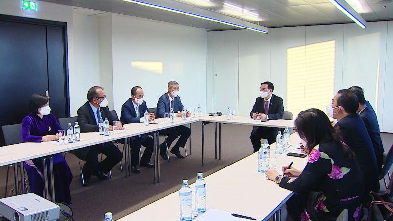 Chủ tịch Quốc hội Vương Đình Huệ làm việc với 6 Đại sứ Việt Nam tại Châu Âu