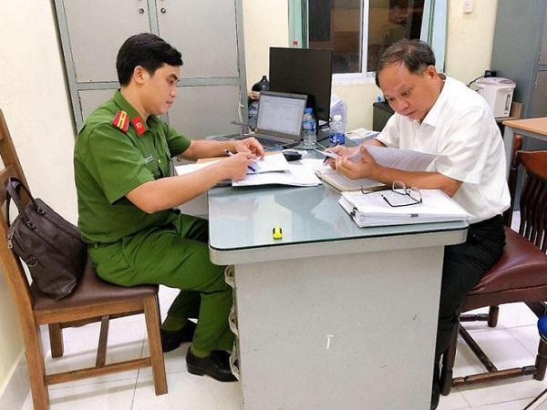 Công an TP. Hồ Chí Minh tống đạt quyết định khởi tố bị can, bắt tạm giam ông Tất Thành Cang