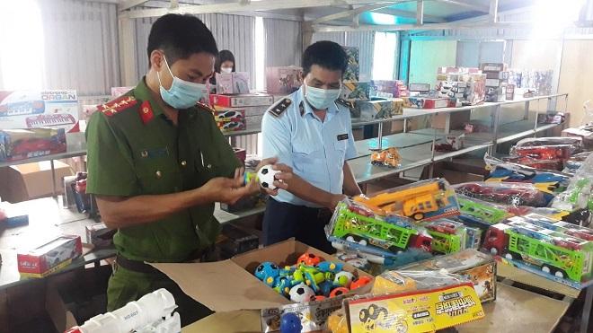 Nam Định: Thu giữ lô hàng sản phẩm đồ chơi Trung Thu lớn nhất từ trước đến nay