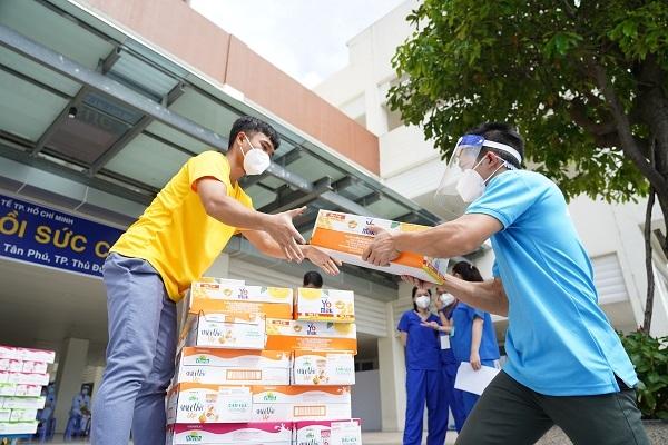 Hơn 110.000 sản phẩm dinh dưỡng Vinamilk đã được tăng cường tiếp sức tuyến đầu tại các trung tâm hồi sức tích cực tại TP.HCM, Bình Dương, Đồng Nai