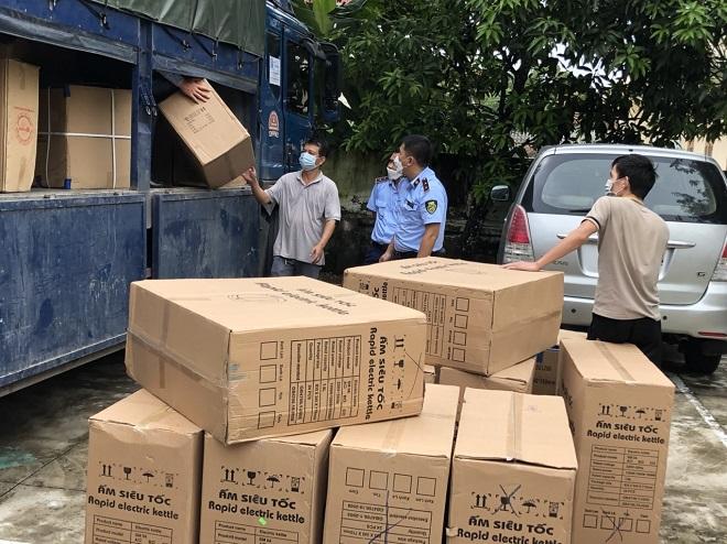 200 chiếc ấm siêu tốc không rõ nguồn gốc xuất xứ vừa bị lực lượng QLTT tỉnh Nghệ An phát hiện và bắt giữ