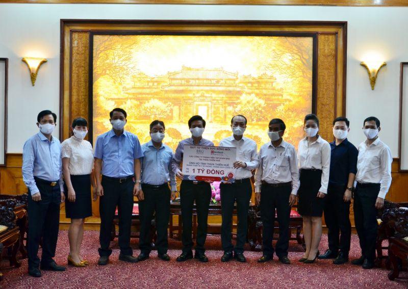 SeABank va Tập đoàn BRG ủng hộ tỉnh Thừa Thiên Huế thiết bị y tế