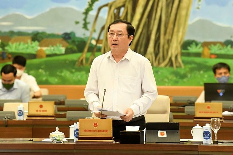 Bộ trưởng Bộ Khoa học và Công nghệ Huỳnh Thành Đạt phát biểu tại phiên họp. Ảnh: VPQH