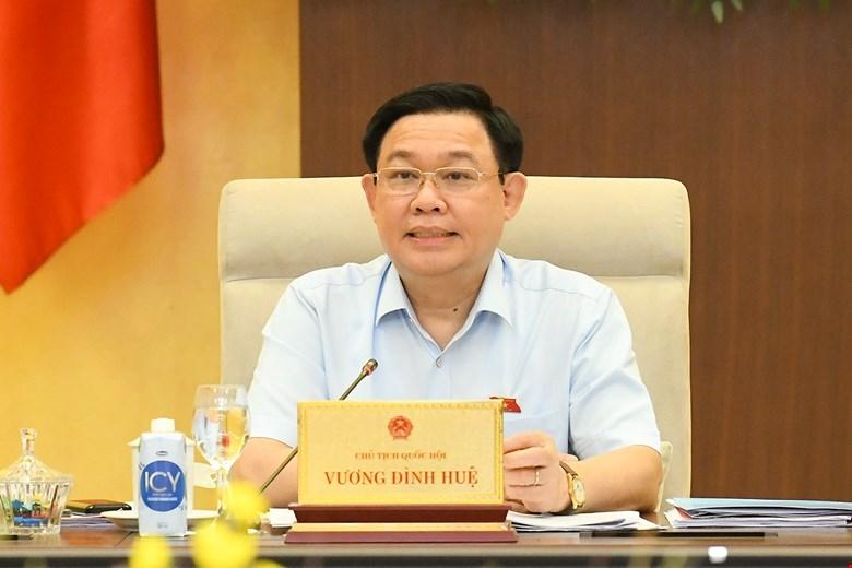 Chủ tịch Quốc hội Vương Đình Huệ phát biểu tại phiên họp. Ảnh: VPQH