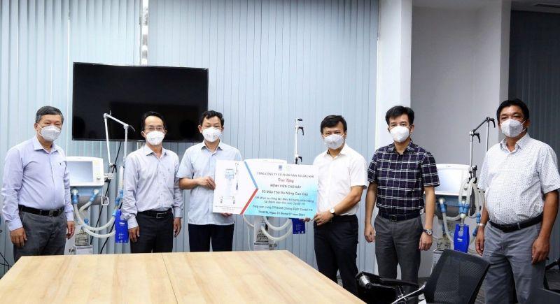 Lãnh đạo PVTrans trao tặng hỗ trợ Bệnh viện Chợ Rẫy