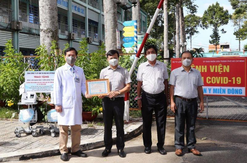 Lãnh đạo PVTrans trao tặng hỗ trợ Bệnh viện Quân dân Y Miền Đông TPHCM