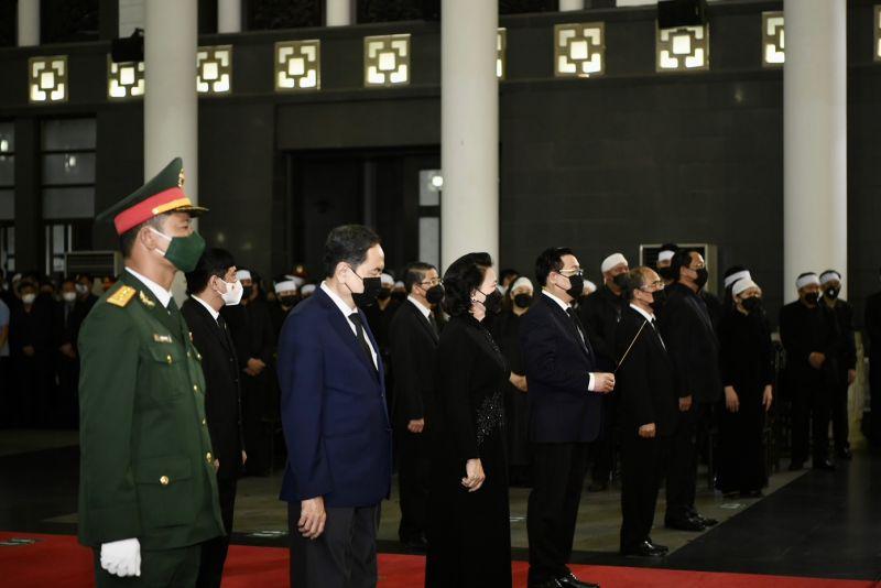 Đoàn Quốc hội do Chủ tịch Quốc hội Vương Đình Huệ dẫn đầu vào viếng Đại tướng Phùng Quang Thanh - Ảnh: VGP/Nhật Bắc