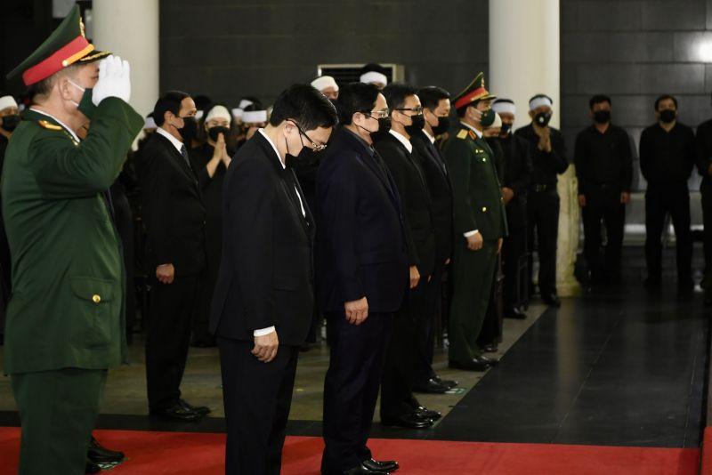 Đoàn Chính phủ do Thủ tướng Phạm Minh Chính dẫn đầu vào viếng Đại tướng Phùng Quang Thanh - Ảnh: VGP/Nhật Bắc