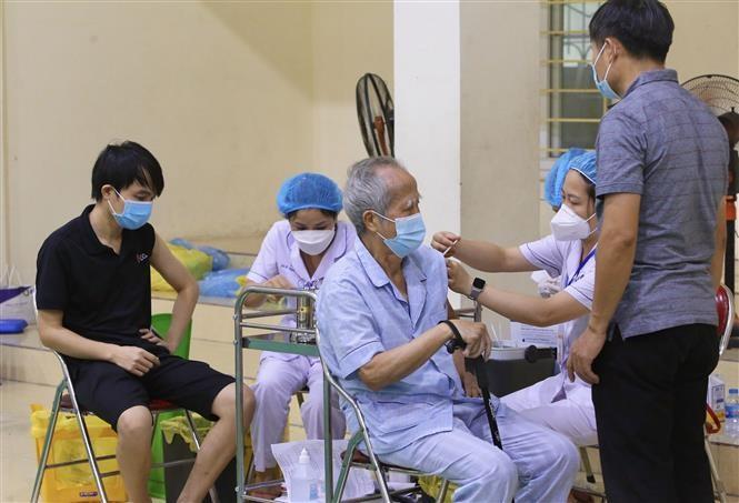 Việt Nam đẩy mạnh chiến lược tiêm vaccine cho toàn dân