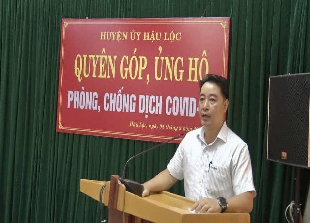 Ông Nguyễn Minh Hoàng- Phó bí thư, Chủ tịch UBND huyện Hậu Lộc phát biểu tại buổi quyên góp, ủng hộ phòng chống dịch Covid-19