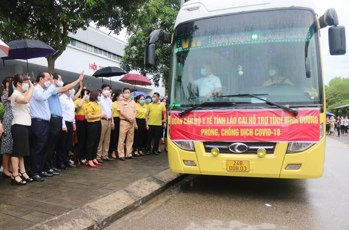 50 cán bộ, y, bác sỹ tỉnh Lào Cai lên đường chi viện cho Bình Dương chống dịch