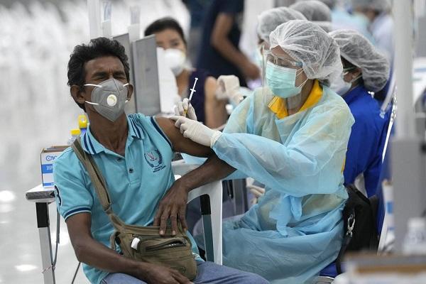 Một điểm tiêm vaccine COVID-19 tại Bangkok, Thái Lan (Ảnh: AP)