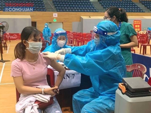 Thành phố Đà Nẵng triển khai chích ngừa vắc- xin tại quận Liên Chiểu