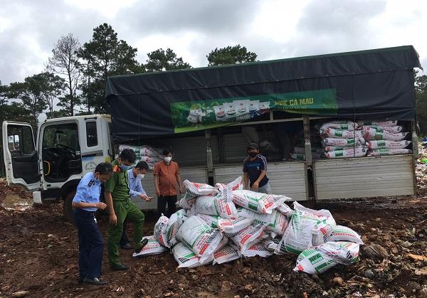 Lực lượng chức năng đã buộc tiêu hủy trên 16 tấn phân bón các loại