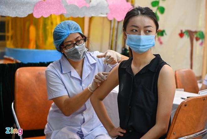 Các hiệp hội cho rằng nếu thắt chặt quá mức các vùng dịch, xét nghiệm nhiều kể cả khi đã tiêm đủ vaccine, có thể dẫn đến lãng phí không cần thiết. Ảnh: Việt Linh.