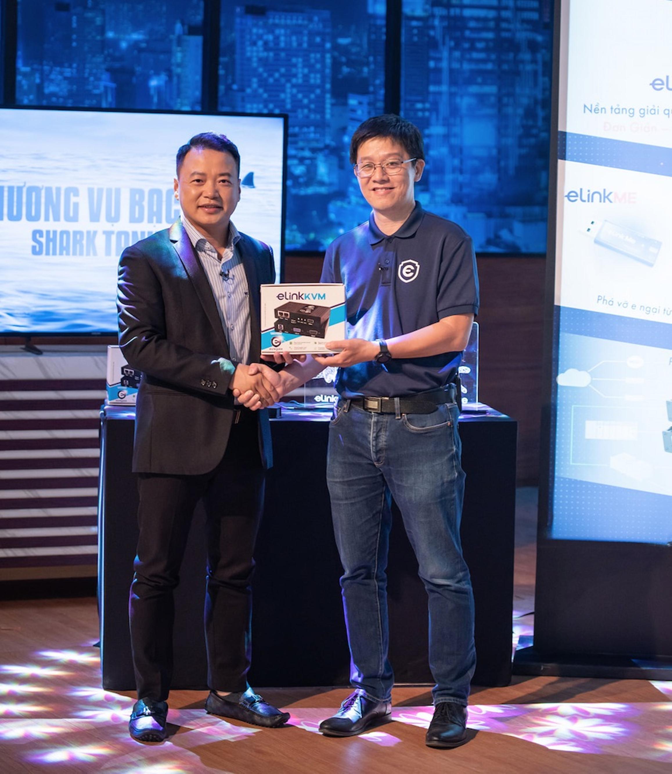 CEO Công ty ELINKGATE Nguyễn Xuân Hoàng (Phải)