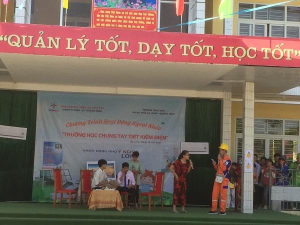 """Điện lực thành phố Hạ Long tổ chức Chương trình """"Trường tiểu học chung tay tiết kiệm điện"""" tại Trường Trung học cơ sở Trới - Thành phố Hạ Long"""