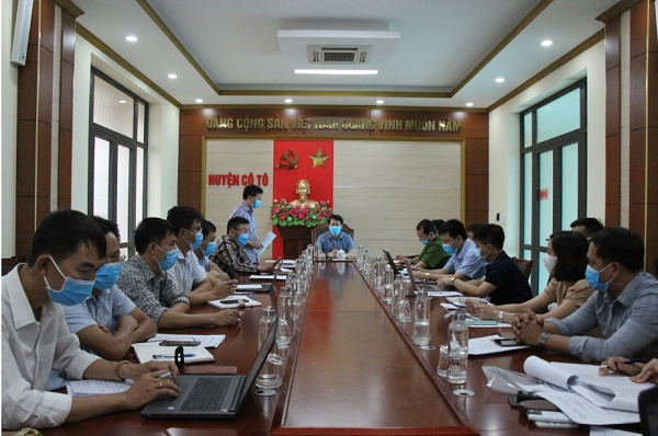 Lãnh đạo Điện lực Vân Đồn tham dự cuộc họp với Ban chỉ đạo Kỳ thi tốt nghiệp THPT Quốc gia huyện Cô Tô