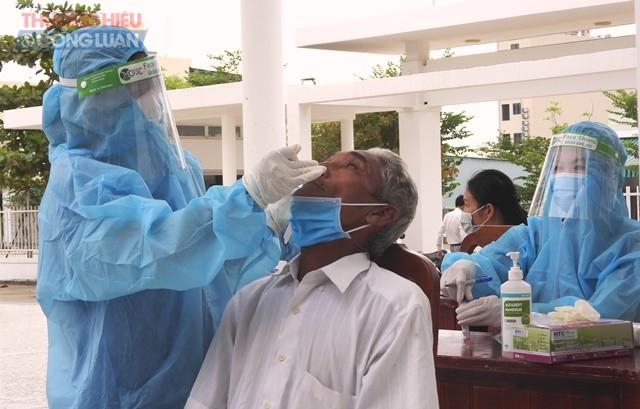 Trong ngày, ngành y tế thành phố Đà Nẵng tổ chức xét nghiệm 43.783 lượt người