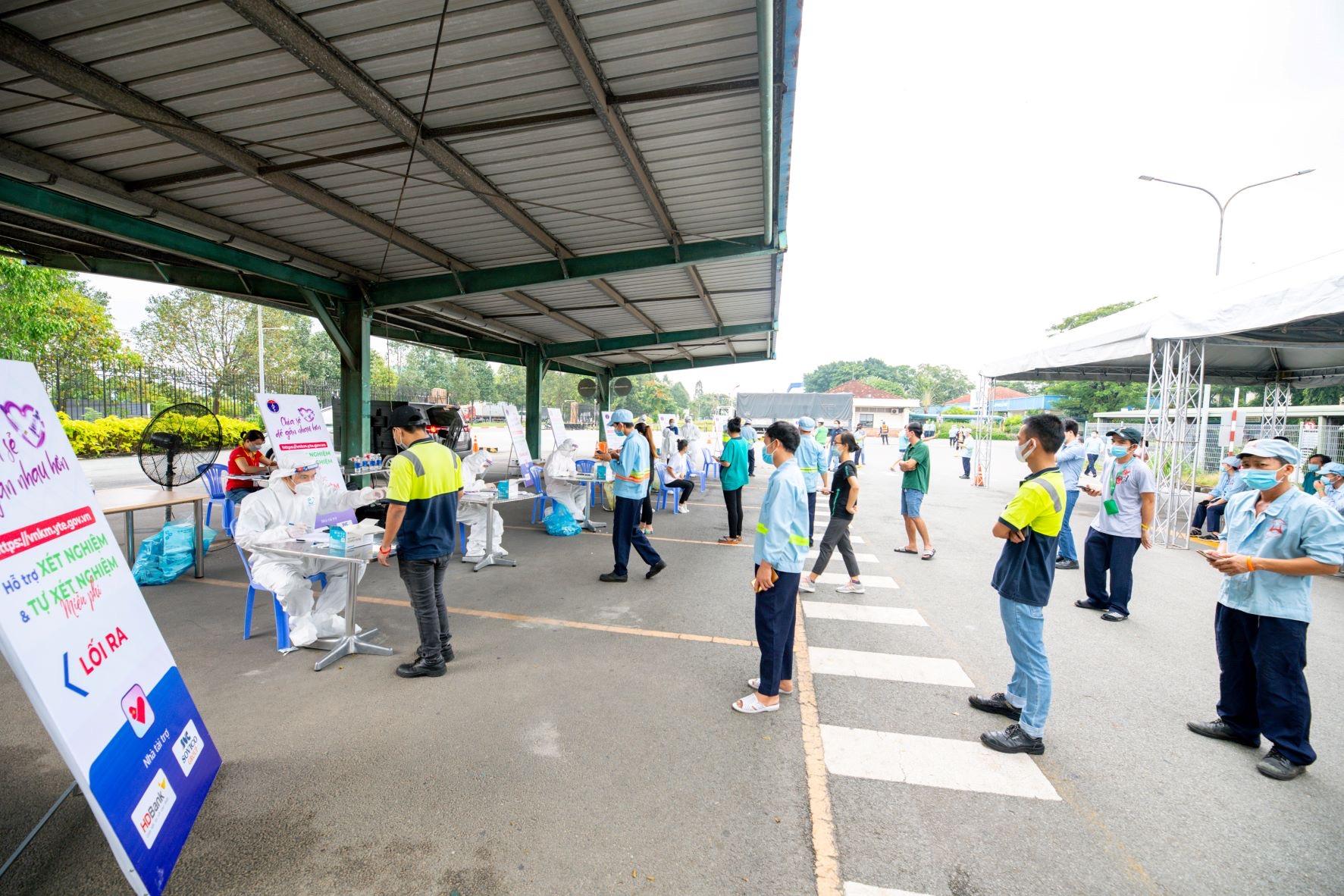 Người lao động tại các KCN tham gia xét nghiệm miễn phí