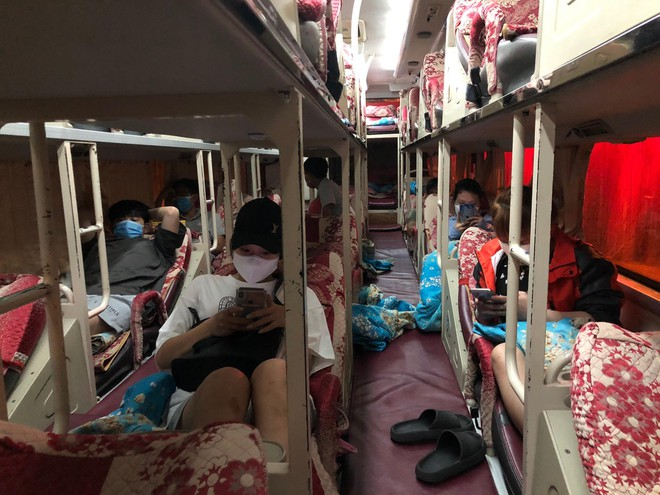 Các hành khách trên xe