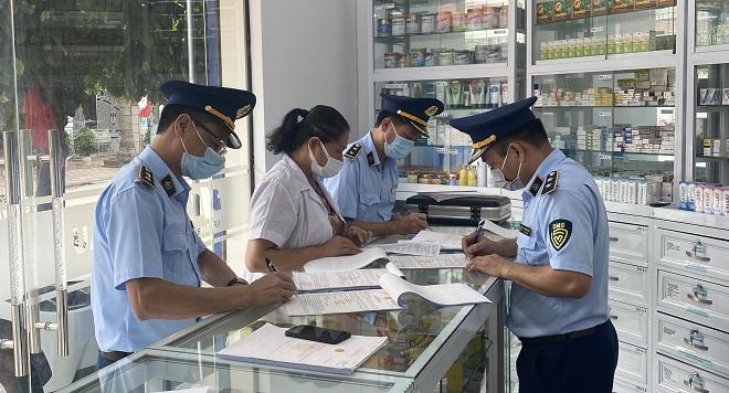 Lực lượng quản lý thị trường Lạng Sơn tăng cường kiểm tra hàng hóa