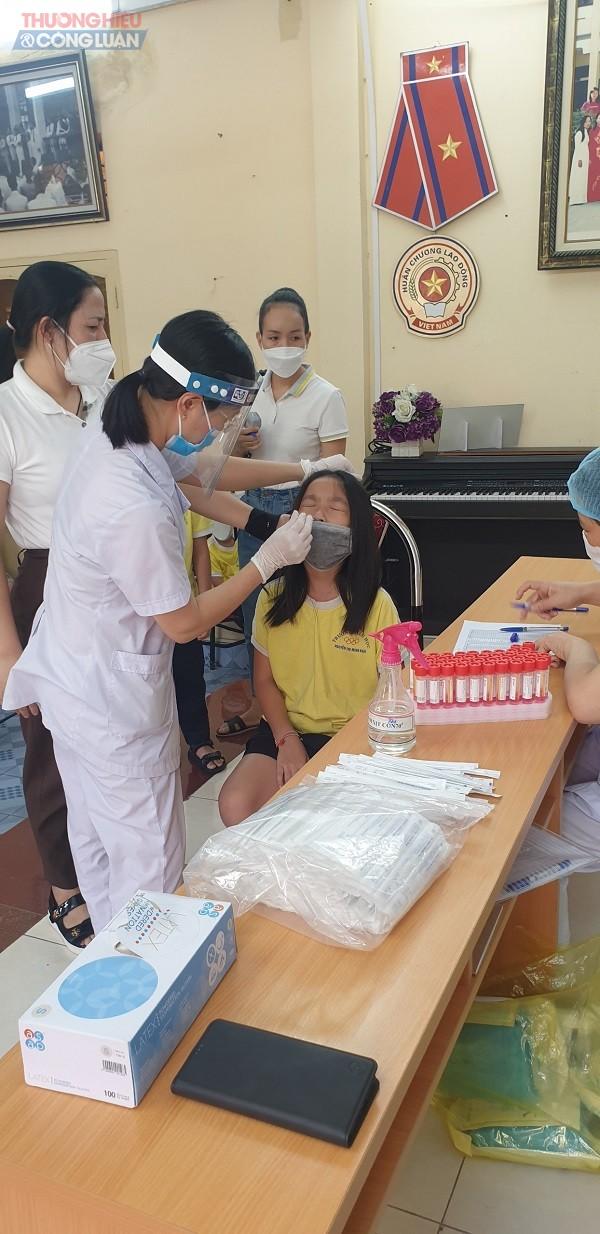 Việc xét nghiệm COVID-19 xác suất 5% tại Trường tiểu học Nguyễn Thị Minh Khai nhận được sự đồng thuận cao của phụ huynh học sinh