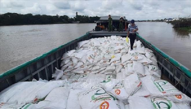 Một vụ vận chuyển đường cát qua biên giới vừa bị lực lượng chức năng tỉnh Long An phát hiện bắt giữ