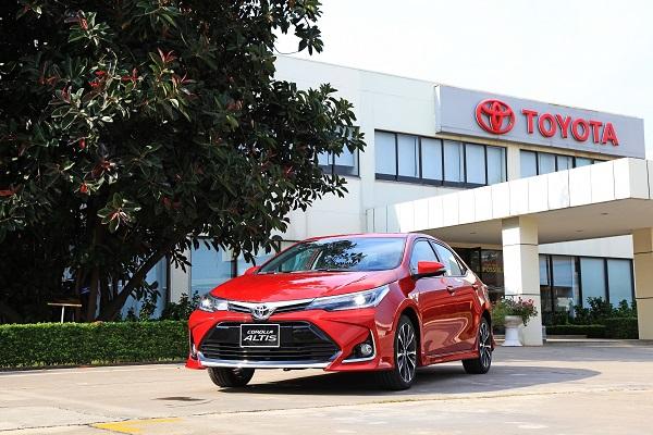 Người mua Toyota Corolla Altis trong tháng 10 sẽ nhận được nhiều ưu đãi hấp dẫn