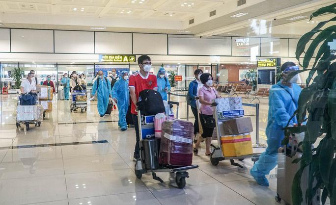 Hành khách đến sân bay Nội Bài