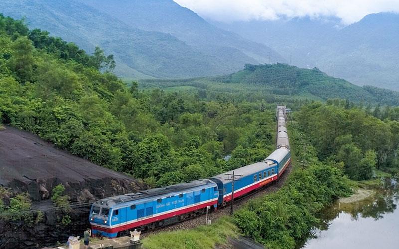 Hoạt động vận tải hành khách bằng đường sắt trên phạm vi toàn quốc sẽ được thực hiện thí điểm từ ngày mai (13/10)