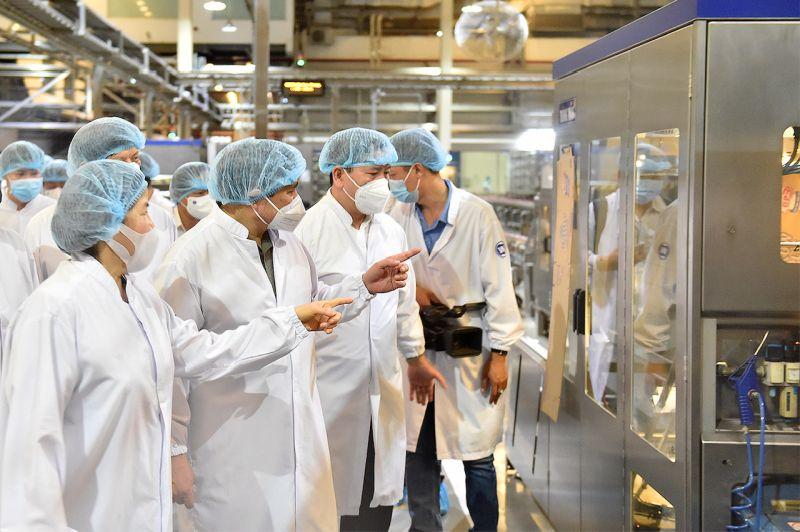 Thủ tướng Chính phủ Phạm Minh Chính thăm cơ sở sản xuất của Công ty Sữa Vinamilk tại khu công nghiệp Mỹ Phước, tỉnh Bình Dương
