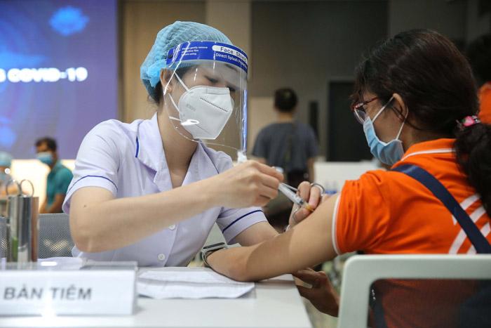 Bộ Y tế sẽ ban hành hướng dẫn tiêm vaccine COVID-19 cho trẻ em trước 15/10