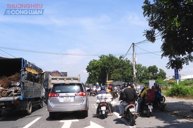Trong ngày đầu tiên áp dụng quy định mới, ghi nhận số lượng người dân đến chốt đăng ký vào Thành phố Đà Nẵng đông hơn những ngày trước đây