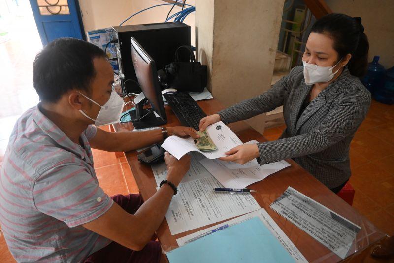 Những người lao động đầu tiên nhận hỗ trợ từ Quỹ Bảo hiểm thất nghiệp trên địa bàn tỉnh Bến Tre