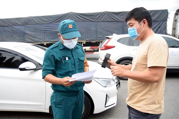 Đồng Nai cho người lao động đi ô tô cá nhân qua lại TP.HCM nhưng chưa chưa cho phép người đi xe máy qua lại TP.HCM